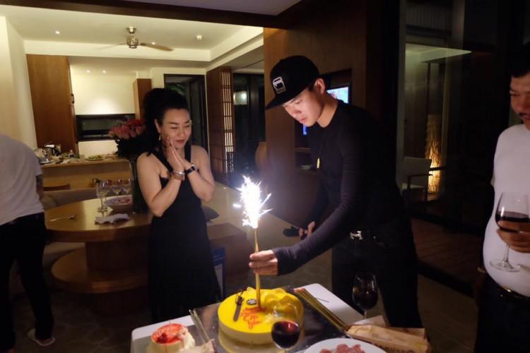 Nhan sắc thực tế ngoài đời của vợ Trương Nam Thành - doanh nhân lớn tuổi có hai con riêng - Ảnh 11