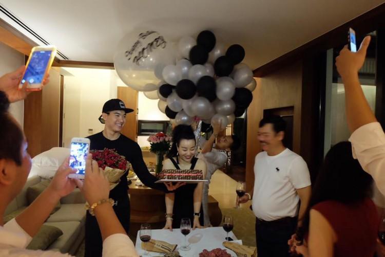 Nhan sắc thực tế ngoài đời của vợ Trương Nam Thành - doanh nhân lớn tuổi có hai con riêng - Ảnh 3