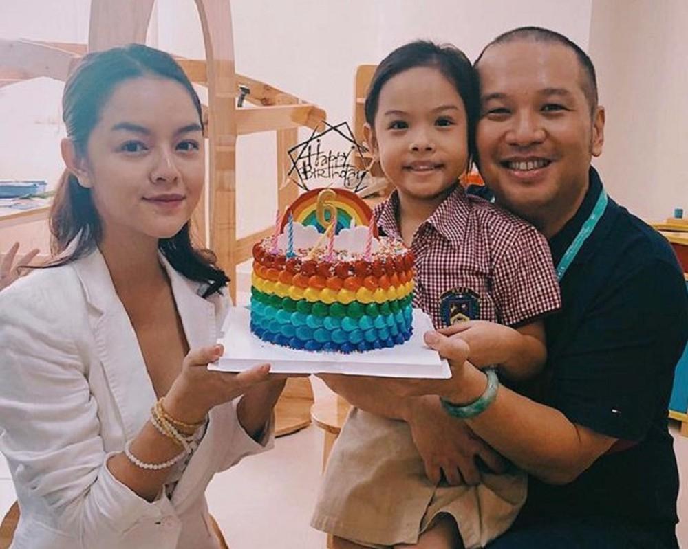 Lộ ảnh Phạm Quỳnh Anh phờ phạc ôm con gái nhỏ trên máy bay sau ly hôn - Ảnh 3