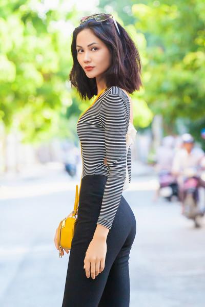 Bất ngờ với vẻ đẹp nữ tính của Hoa hậu H'Hen Niê thời còn để 'tóc thề' ngang vai - Ảnh 1
