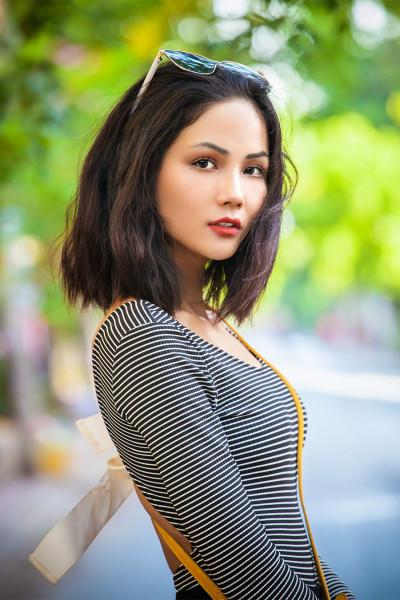 Bất ngờ với vẻ đẹp nữ tính của Hoa hậu H'Hen Niê thời còn để 'tóc thề' ngang vai - Ảnh 3