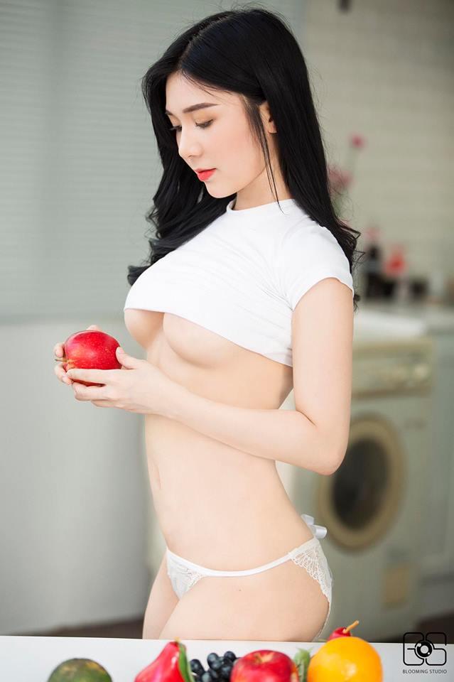 Thanh Bi gây sốc khi chỉ mặc nội y mỏng tang, phơi hơn nửa bầu ngực trong hậu trường 'Người phán xử tiền truyện' - Ảnh 3