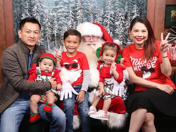 Thanh Thảo khoe ảnh hạnh phúc bên chồng và ba con trước thềm Giáng sinh