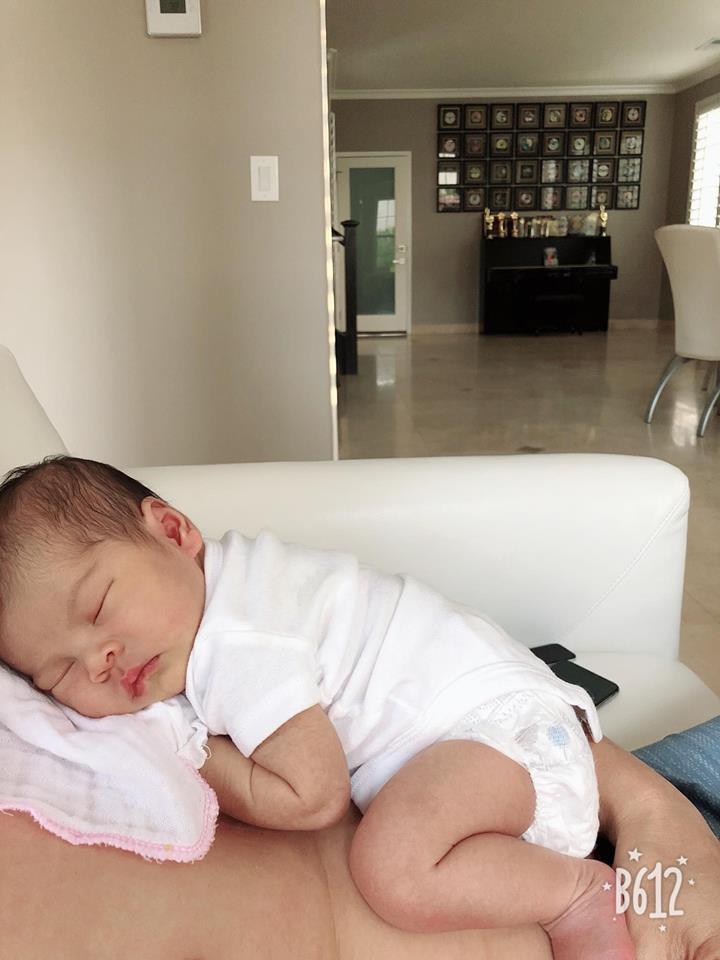 Những hình ảnh hiếm hoi của con gái Thanh Thảo sau gần một tháng chào đời - Ảnh 5