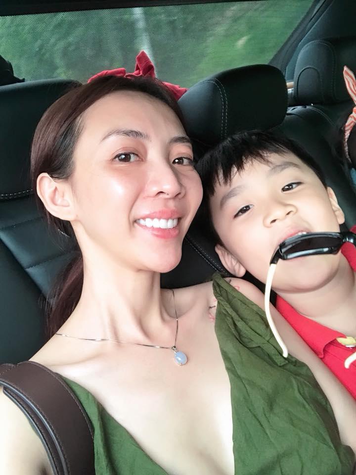 Sau vài tháng sang Hàn phẫu thuật, gương mặt Thu Trang dài ngoằng và lạ lẫm đến khó nhận ra - Ảnh 2