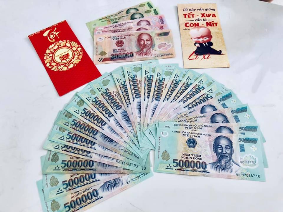 Con gái Thủy Tiên mang hết tiền lì xì phân phát cho người nghèo - Ảnh 2