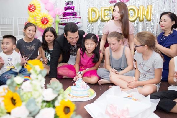 Ly hôn nhiều năm, Trương Ngọc Ánh bất ngờ tái hợp chồng cũ trong tiệc sinh nhật con gái  - Ảnh 1