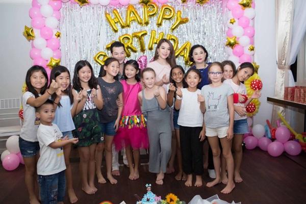 Ly hôn nhiều năm, Trương Ngọc Ánh bất ngờ tái hợp chồng cũ trong tiệc sinh nhật con gái  - Ảnh 2