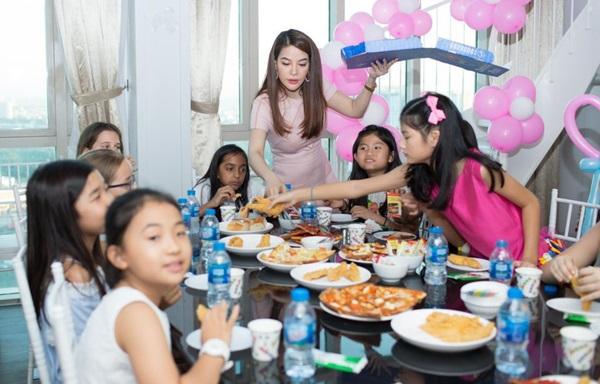 Ly hôn nhiều năm, Trương Ngọc Ánh bất ngờ tái hợp chồng cũ trong tiệc sinh nhật con gái  - Ảnh 5