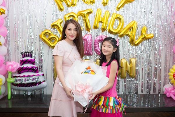 Ly hôn nhiều năm, Trương Ngọc Ánh bất ngờ tái hợp chồng cũ trong tiệc sinh nhật con gái  - Ảnh 7