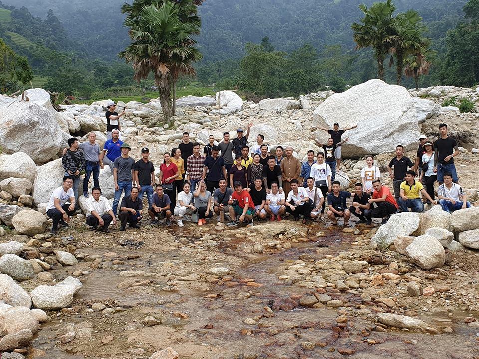 Bùn lún hơn nửa bánh xe, Tuấn Hưng cùng bạn bè vẫn lên Hà Giang giúp đỡ đồng bào trong đêm - Ảnh 4