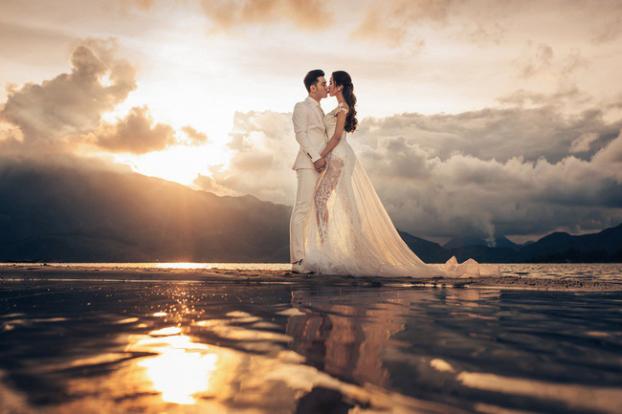 Hé lộ bộ ảnh cưới đẹp như ngôn tình của Ưng Hoàng Phúc và Kim Cương sau hai năm chung sống - Ảnh 1