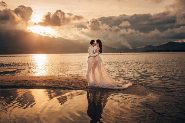Hé lộ bộ ảnh cưới đẹp như ngôn tình của Ưng Hoàng Phúc và Kim Cương sau hai năm chung sống - Ảnh 4