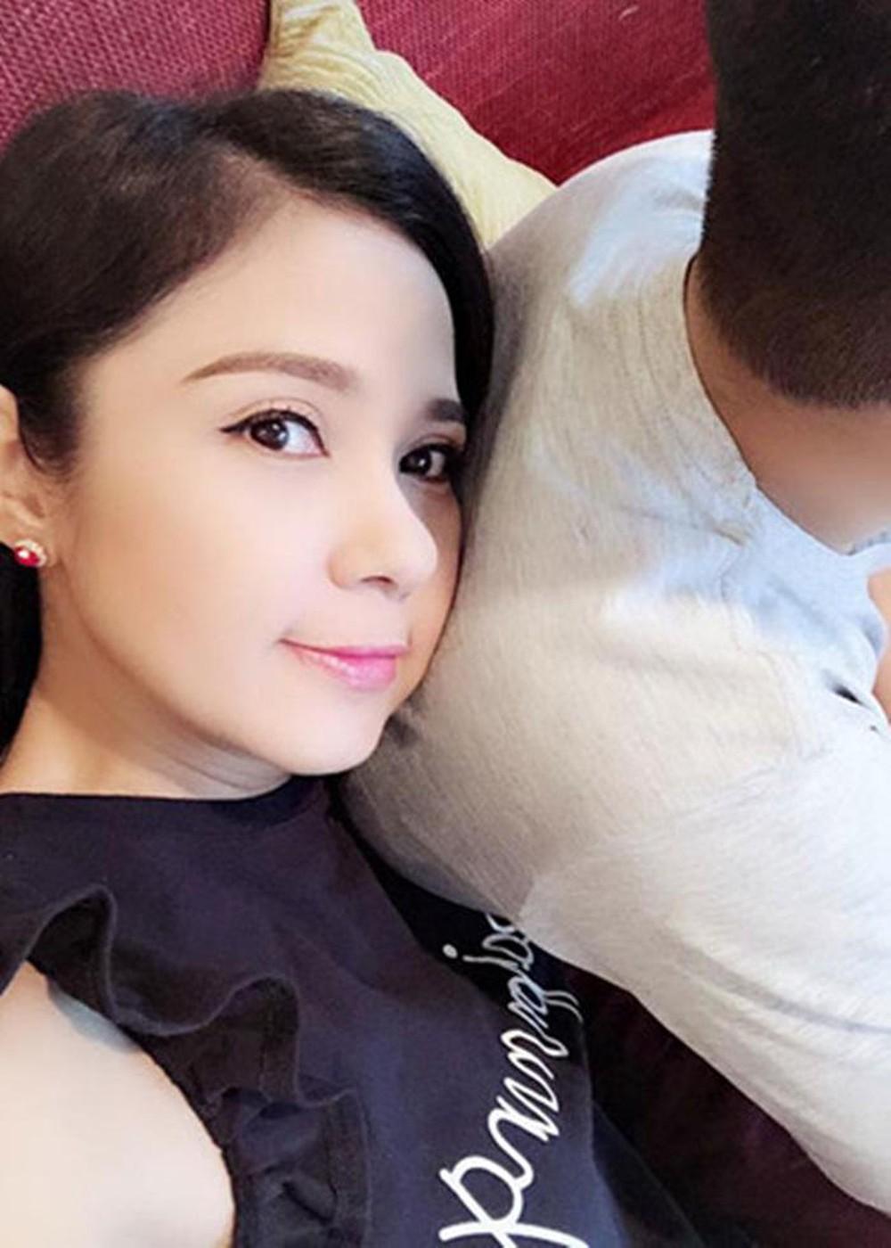 Việt Trinh đăng ảnh cùng con trai cao lớn sau 10 năm giấu kín - Ảnh 3