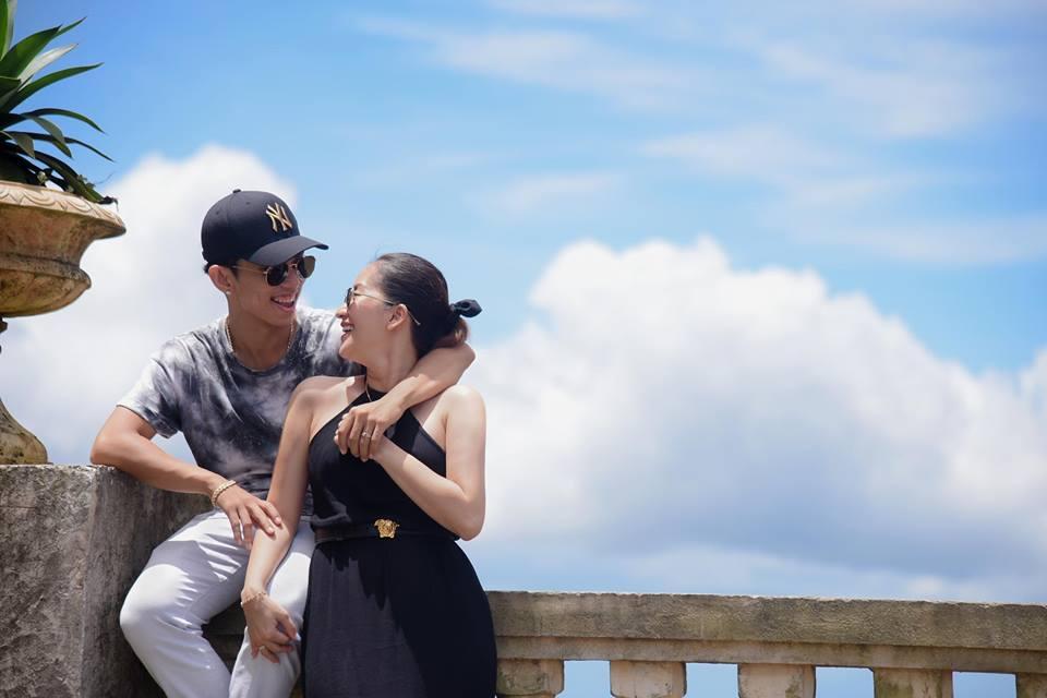 Bộ ảnh vợ chồng Khánh Thi - Phan Hiển vô tư tình tứ trước mặt con trai gây sốt mạng xã hội - Ảnh 10