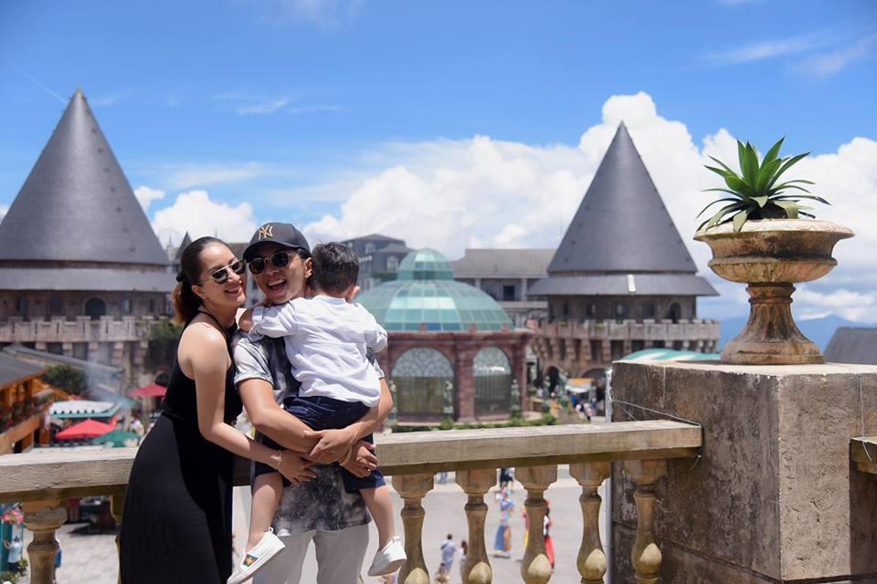 Bộ ảnh vợ chồng Khánh Thi - Phan Hiển vô tư tình tứ trước mặt con trai gây sốt mạng xã hội - Ảnh 12