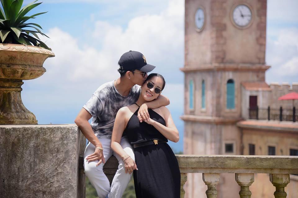 Bộ ảnh vợ chồng Khánh Thi - Phan Hiển vô tư tình tứ trước mặt con trai gây sốt mạng xã hội - Ảnh 9