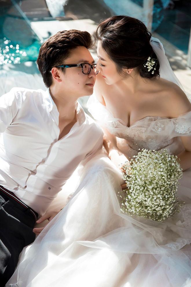 Bất chấp ồn ào với Văn Mai Hương, vợ chồng Á hậu Tú Anh tung ảnh hôn nhau đắm đuối trước thềm đám cưới - Ảnh 1