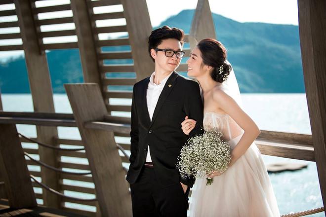 Bất chấp ồn ào với Văn Mai Hương, vợ chồng Á hậu Tú Anh tung ảnh hôn nhau đắm đuối trước thềm đám cưới - Ảnh 10