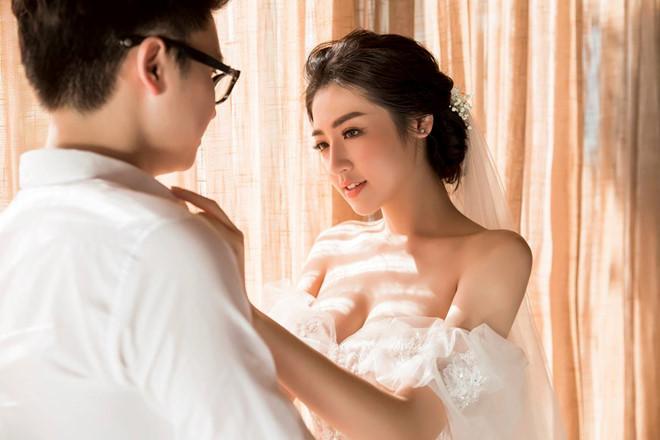 Bất chấp ồn ào với Văn Mai Hương, vợ chồng Á hậu Tú Anh tung ảnh hôn nhau đắm đuối trước thềm đám cưới - Ảnh 3