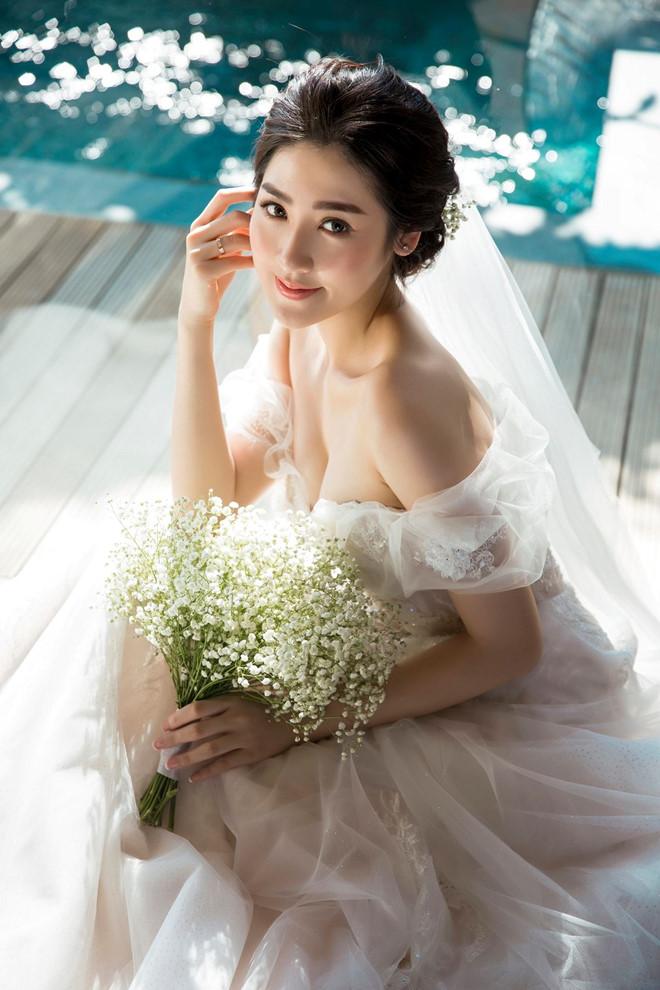 Bất chấp ồn ào với Văn Mai Hương, vợ chồng Á hậu Tú Anh tung ảnh hôn nhau đắm đuối trước thềm đám cưới - Ảnh 5