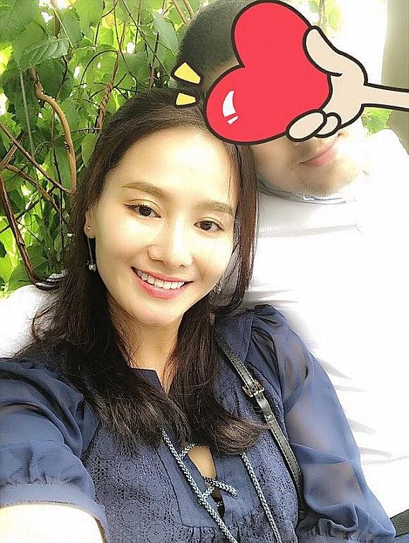 Sau 9 năm ly hôn, vợ cũ MC Thành Trung công khai tình cảm với bạn trai Tây - Ảnh 1