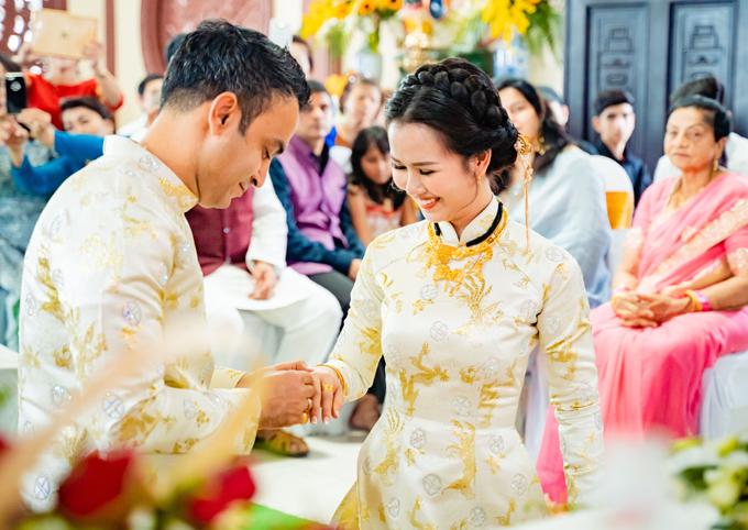 Ghen tỵ với loạt ảnh Võ Hạ Trâm đeo vàng nặng nhức cả cổ và tay trong ngày kết hôn với chồng Ấn Độ - Ảnh 5