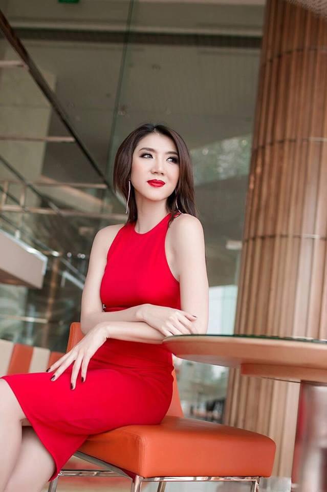 Cận cảnh vẻ đẹp siêu gợi cảm của Ngọc Quyên sau khi ly hôn chồng Việt kiều - Ảnh 13