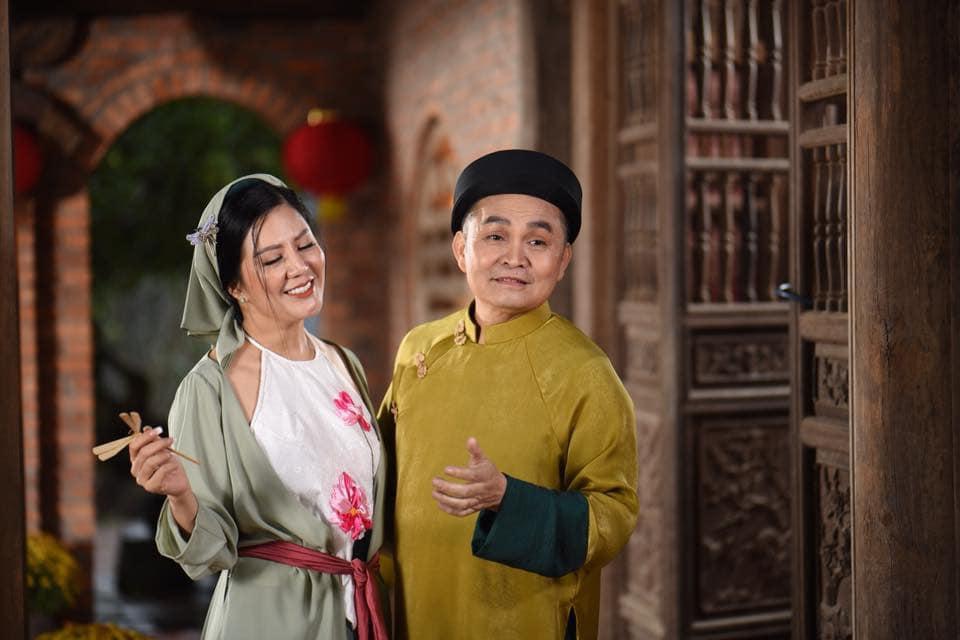 Vợ Thứ trưởng Bộ Tài Chính bất ngờ xuất hiện thân thiết bên danh hài Xuân Hinh - Ảnh 1
