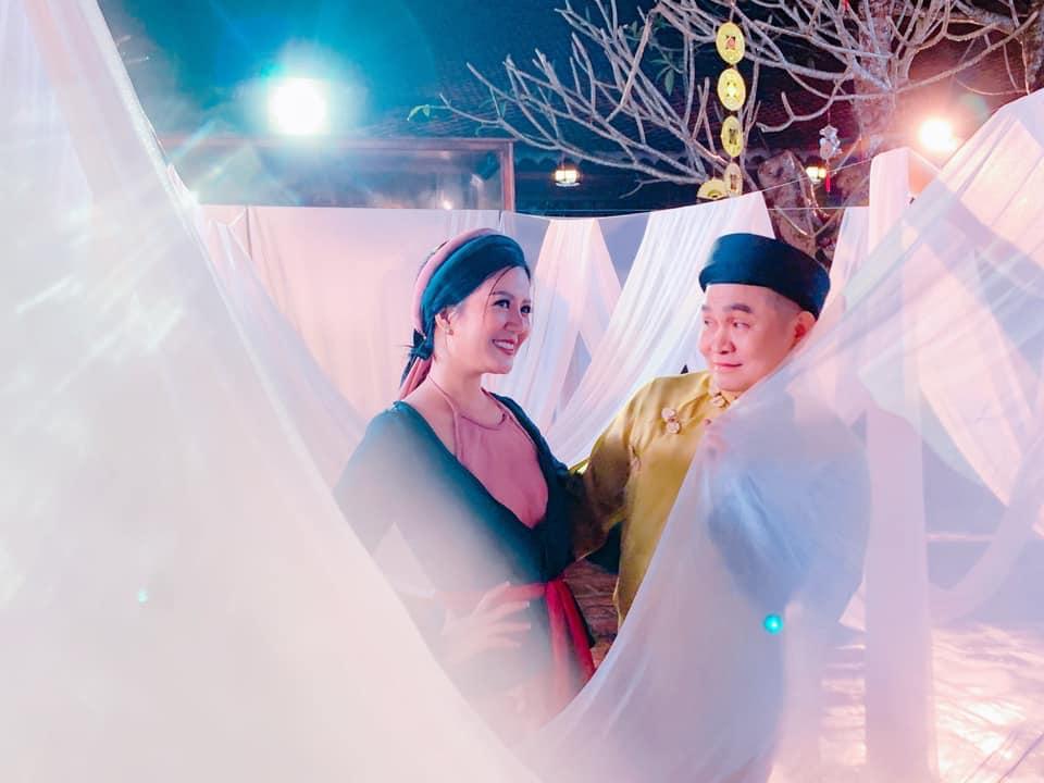 Vợ Thứ trưởng Bộ Tài Chính bất ngờ xuất hiện thân thiết bên danh hài Xuân Hinh - Ảnh 4