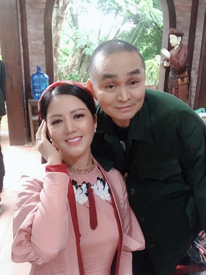 Vợ Thứ trưởng Bộ Tài Chính bất ngờ xuất hiện thân thiết bên danh hài Xuân Hinh - Ảnh 5