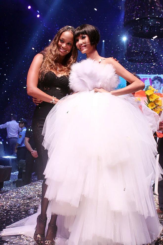Không chỉ thi Hoa hậu Hoàn vũ, Hoàng Thùy và Mâu Thủy còn có nhiều điểm chung đến không ngờ! - Ảnh 4