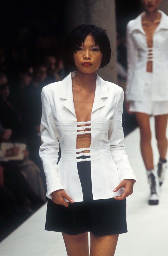 Siêu mẫu gốc Việt từng là bạn diễn của Chương Tử Di: Từ cô bé tự ti đến nàng mẫu tỏa sáng rực rỡ tại show Chanel - Ảnh 19