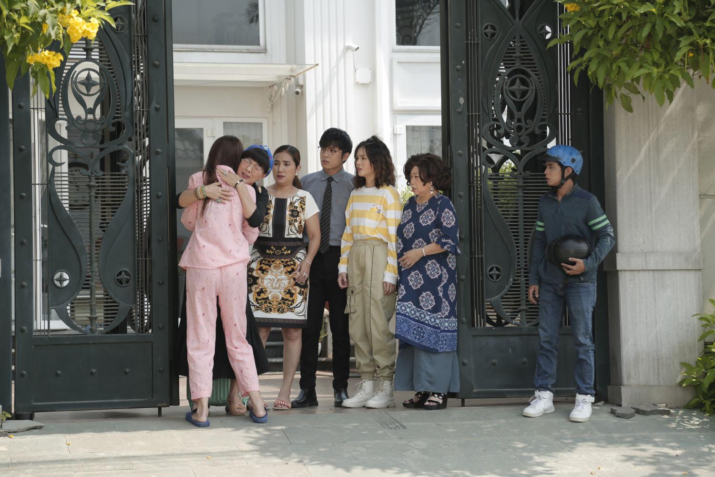 Phương Dung khóc nức nở khi nhận ra Chế Nguyễn Quỳnh Châu là con gái thất lạc ở Kiếm Chồng Cho Mẹ Chồng - Ảnh 3