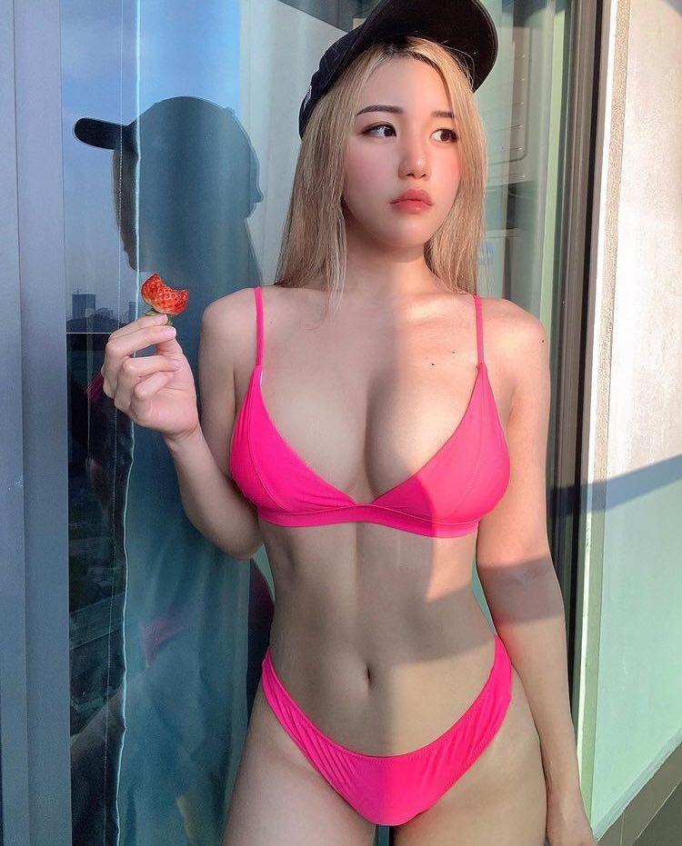 Cô nàng 'siêng cởi' Siew Pui Yi khiến đàn ông 'nổ đom đóm mắt', khoe 'ngực khủng' cả mét để 'đánh bay' tin đồn dao kéo - Ảnh 3