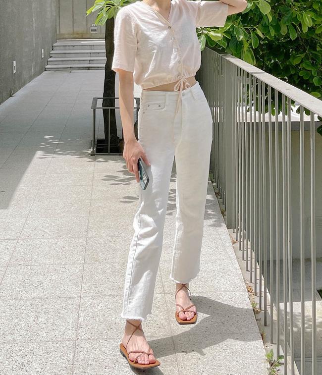 Hè diện quần trắng cho mát nhưng để sành điệu không chê được điểm nào, bạn nên ghim 12 cách mặc của gái Hàn - Ảnh 3