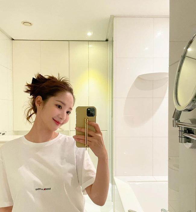 Hội mỹ nhân Hàn tóc dài có cả tá cách tạo kiểu 'dễ như chơi', nhưng sẽ giúp visual lên hương - Ảnh 1