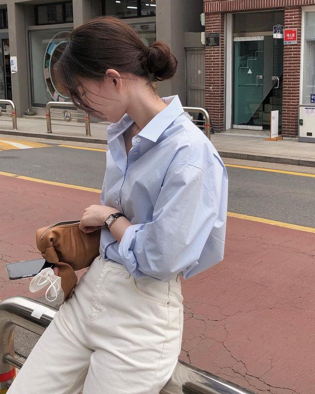 Hè diện quần trắng cho mát nhưng để sành điệu không chê được điểm nào, bạn nên ghim 12 cách mặc của gái Hàn - Ảnh 4