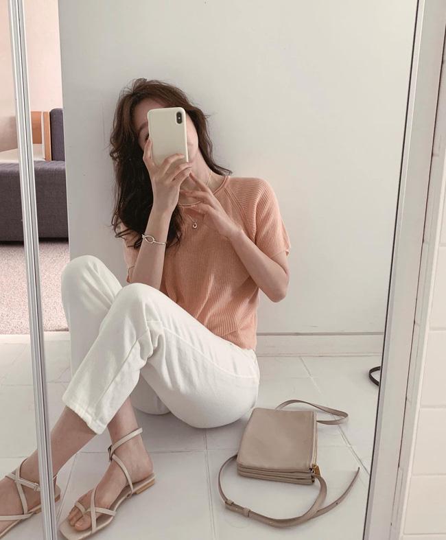 Hè diện quần trắng cho mát nhưng để sành điệu không chê được điểm nào, bạn nên ghim 12 cách mặc của gái Hàn - Ảnh 5