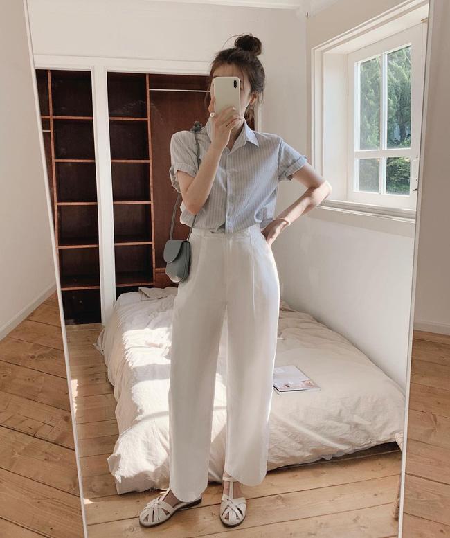 Hè diện quần trắng cho mát nhưng để sành điệu không chê được điểm nào, bạn nên ghim 12 cách mặc của gái Hàn - Ảnh 7