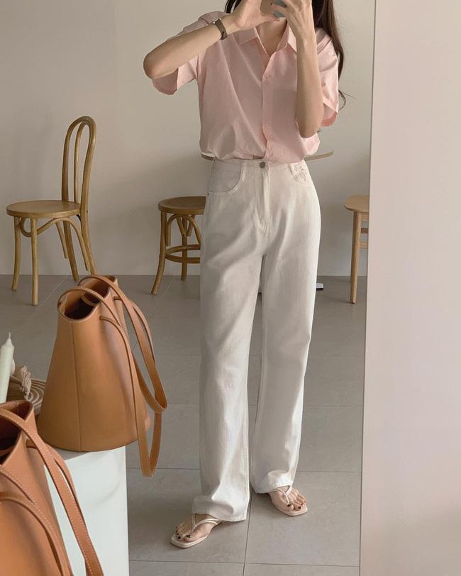 Hè diện quần trắng cho mát nhưng để sành điệu không chê được điểm nào, bạn nên ghim 12 cách mặc của gái Hàn - Ảnh 8