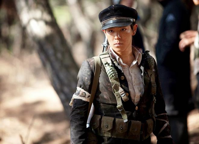 5 diễn viên Hàn bị tai nạn nghiêm trọng trên phim trường: T.O.P suýt mù một mắt, Lee Na Young xém mất mạng - Ảnh 1