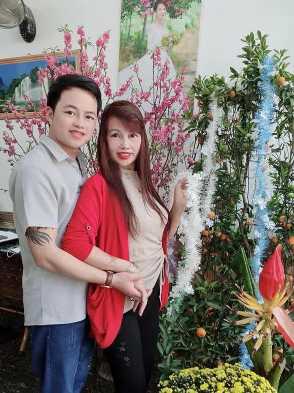 Vừa khoe gương mặt đã khỏi bị lệch, cô dâu Cao Bằng 64 tuổi lại hé lộ hình ảnh cho thấy mối quan hệ của chồng 'phi công' với con gái riêng của vợ - Ảnh 6
