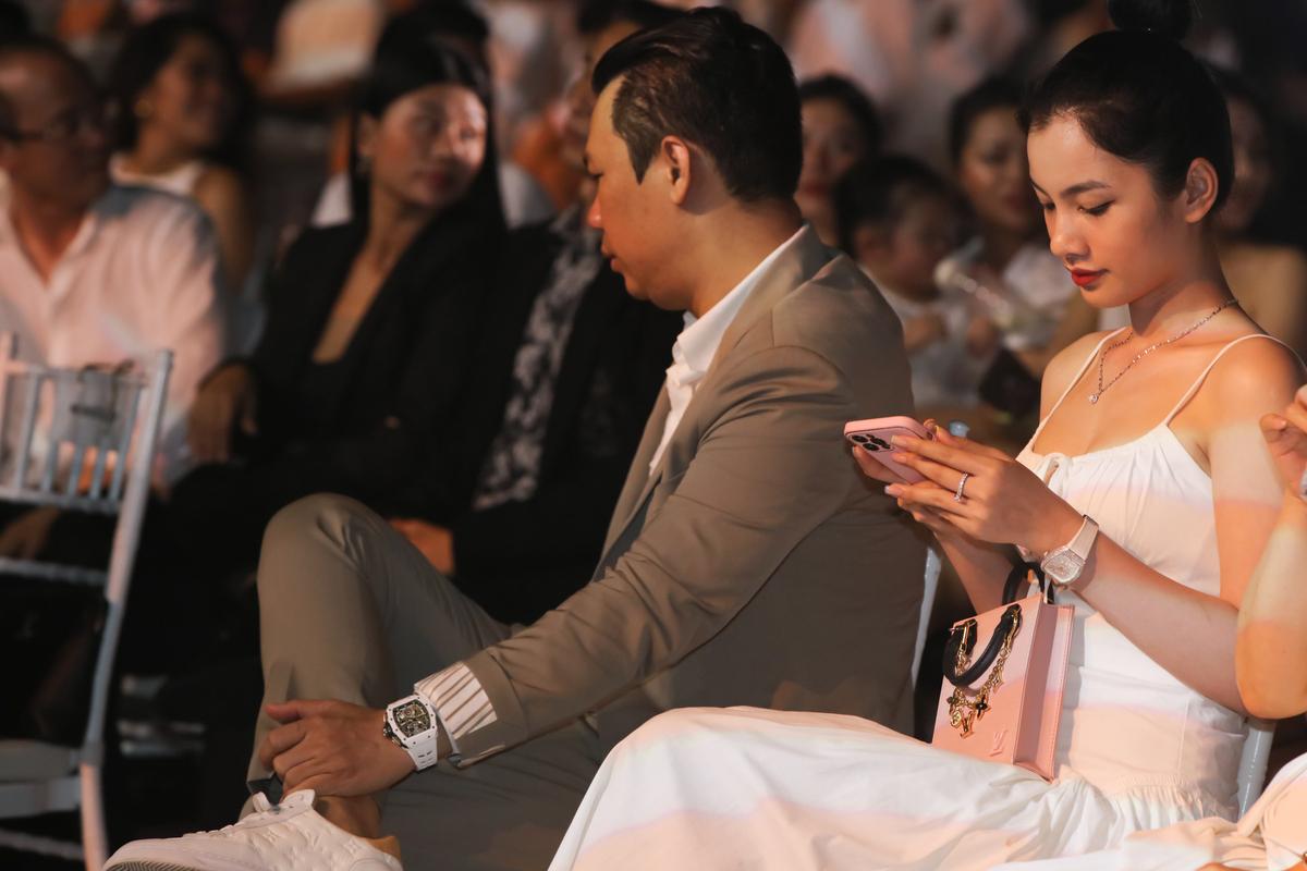 Chong cu Le Quyen va tinh tre Cam Dan 2