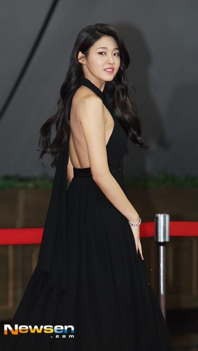 Idol Kbiz so kè cực gắt khi diện đồ hở lưng: Jisoo kín nhất BLACKPINK, Irene – Yoona cạnh tranh ngôi nữ hoàng - Ảnh 14