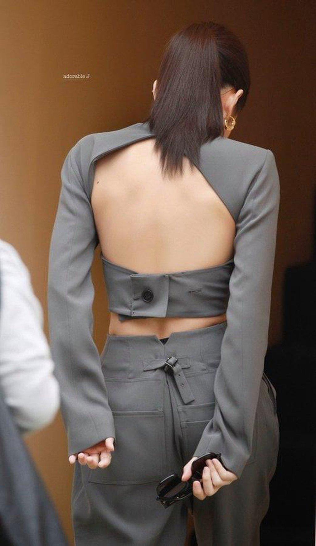 Idol Kbiz so kè cực gắt khi diện đồ hở lưng: Jisoo kín nhất BLACKPINK, Irene – Yoona cạnh tranh ngôi nữ hoàng - Ảnh 3