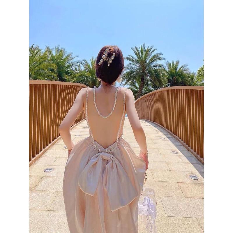 Váy hở lưng thời thượng được nhiều 'bóng hồng' săn đón bỗng trở thành thảm họa thời trang đường phố - Ảnh 4