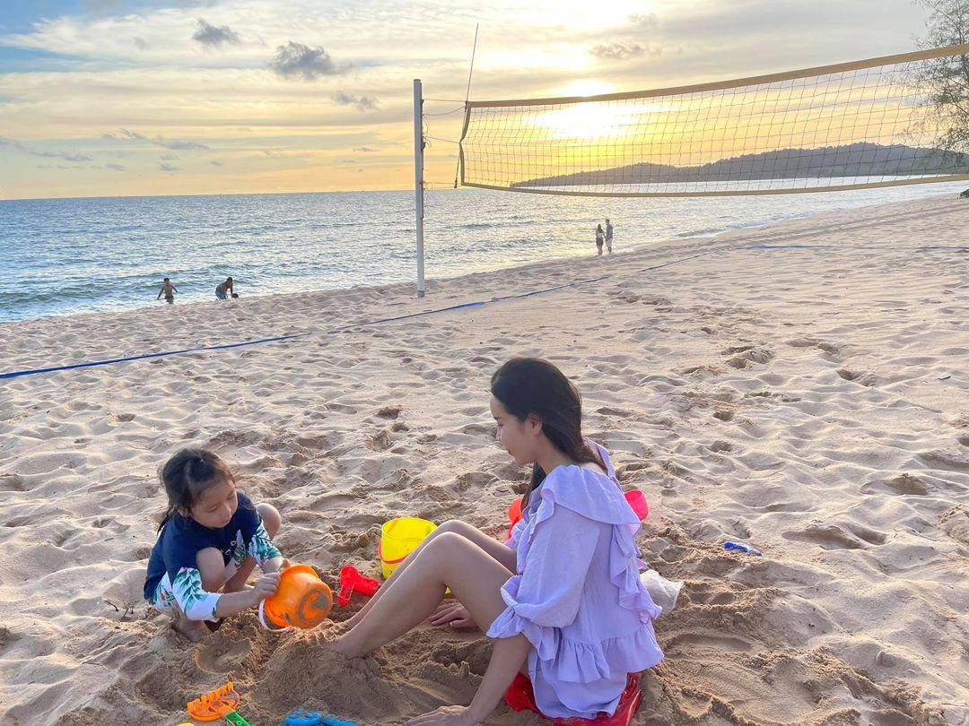 Sao Việt 24h: Tránh dịch tại nhà, Chi Pu và Hoa hậu Kỳ Duyên khoe mặt mộc đẹp xuất sắc - Ảnh 4