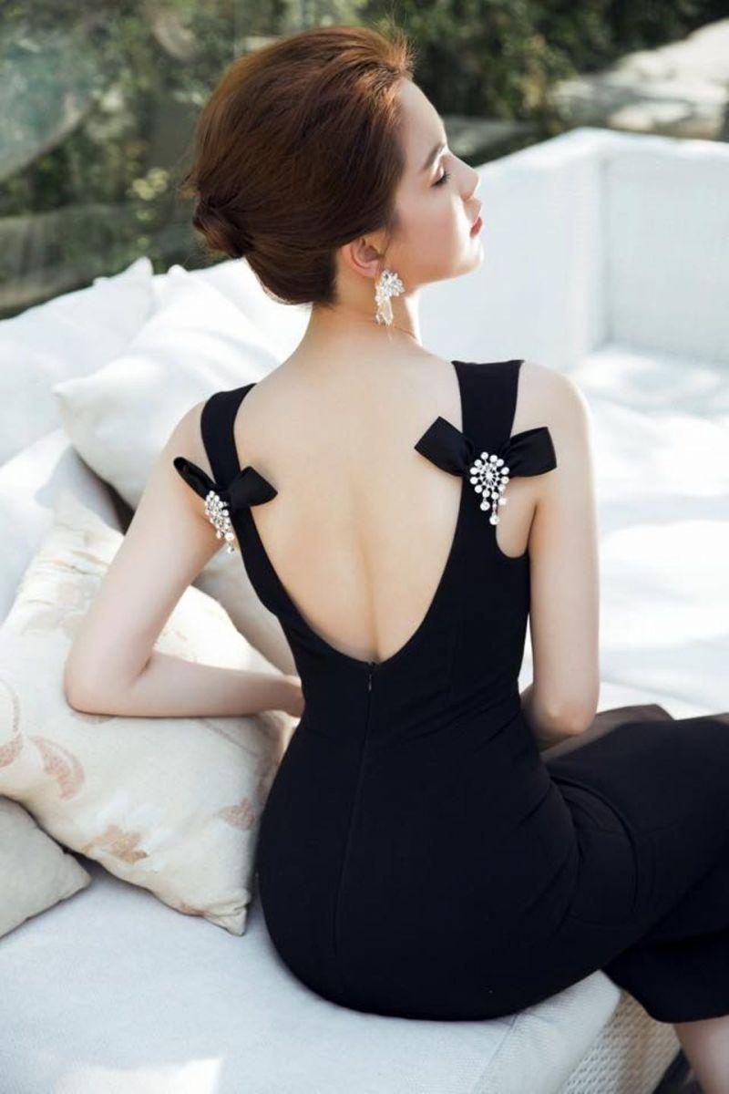 Váy hở lưng thời thượng được nhiều 'bóng hồng' săn đón bỗng trở thành thảm họa thời trang đường phố - Ảnh 2