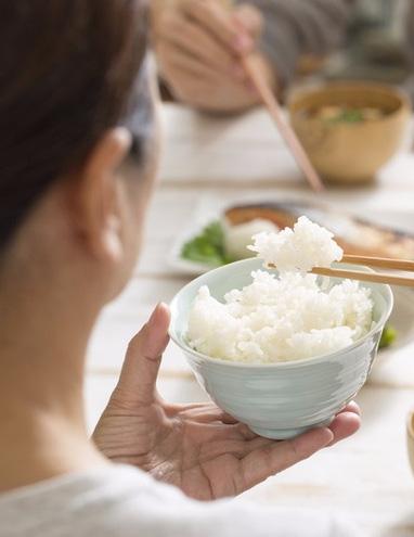 Đây là sai lầm nguy hiểm khi ăn cơm của nhiều người Việt, nếu không sớm thay đổi thì bạn sẽ 'rước' đủ thứ bệnh - Ảnh 4